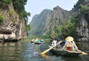 Vietnam itineraries - boating at Ninh Binh