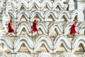 Myanmar itineraries - Burma itineraries - child monks jumping on the Mya Thein Tan Pagoda at Bagan Mandalay