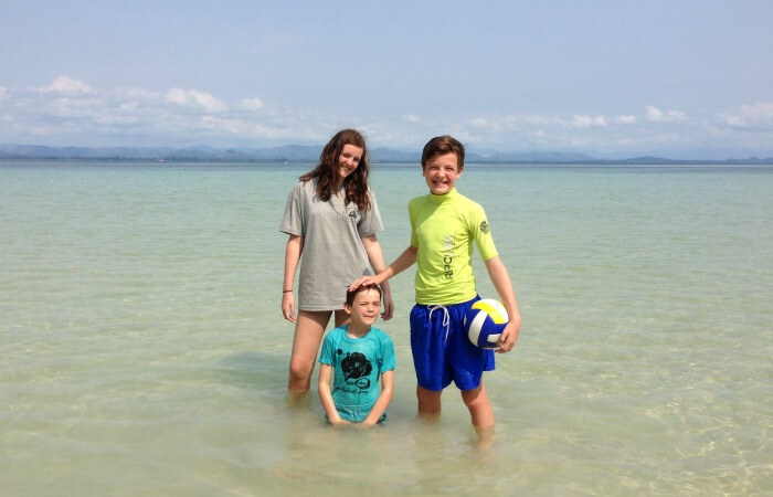 Thailand with kids - customer reviews - family on the beach