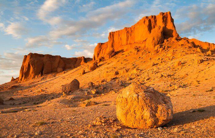 The Flaming cliffs - Bayanzag - Gobi Desert