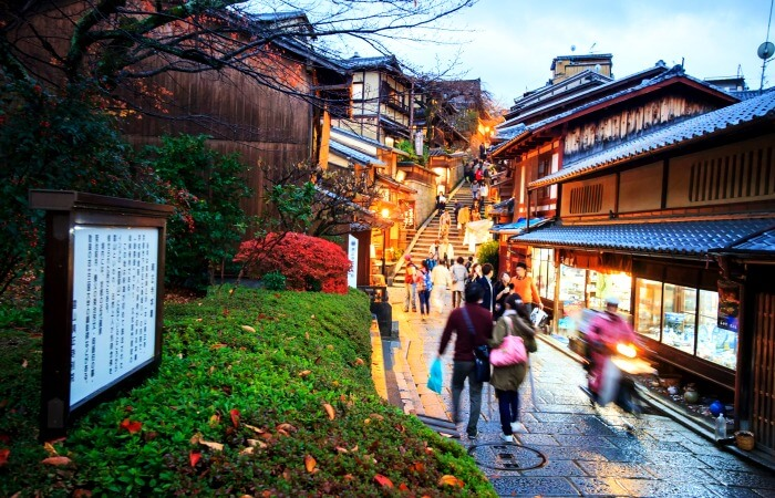 Family holidays to Japan - busy street leading to Kiyomizu Temple, Kyoto