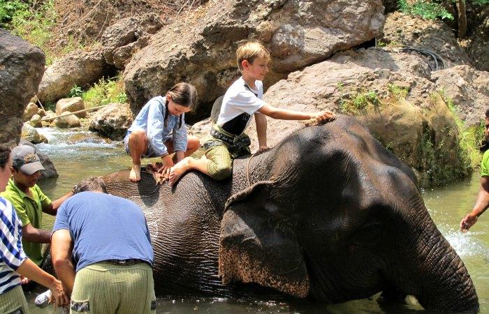 Family adventure holidays - children washing elegant in Burma - Myanmar