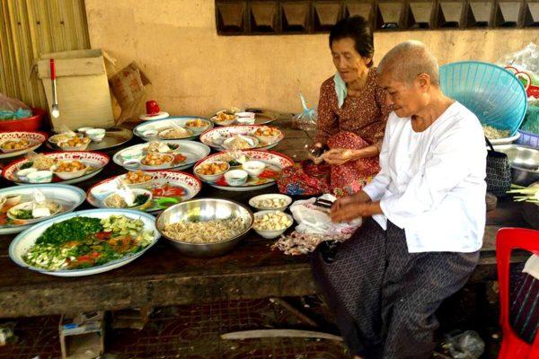 Cambodia photo blog - Preparing breakfast for the monks