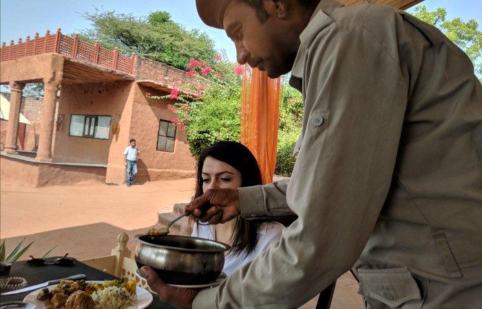 Chandelao - eating lunch al fresco