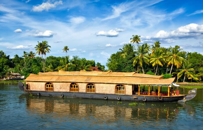 Houseboat in Kerala - Holidaying in India with kids recommendation