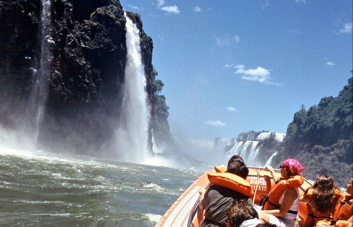 Iguazo by boat - family holidays in Brazil