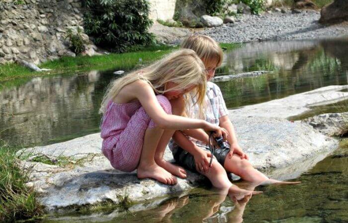 Siblings at Zahal Spring - Wadi Bani