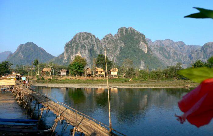 Vang Vieng - river and huts