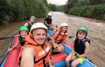 Family going white water rafting in Thailand - School holiday calendar