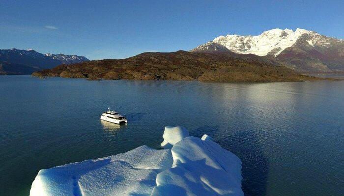 Estancia Cristina - cataraman on Lake Argentina