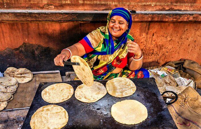 Jaipur street preparing chapatti - Teenager holidays blog